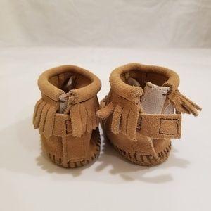 Minnetonka Shoes - Minnetonka Baby Moccasins Booties size 3